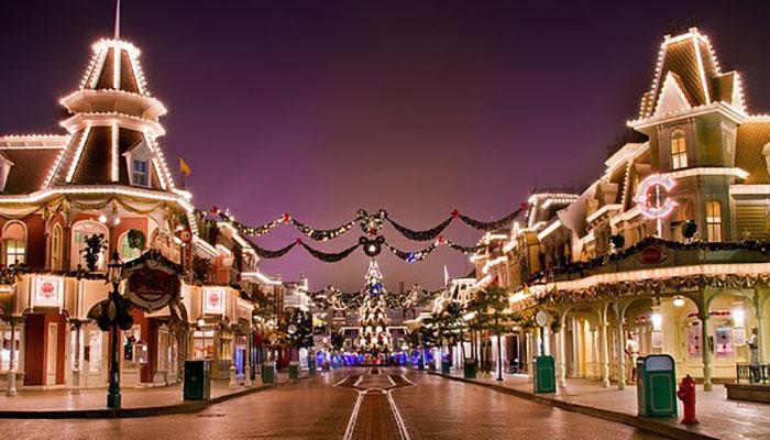 Disneylamd-paris-mainstreet-christmas